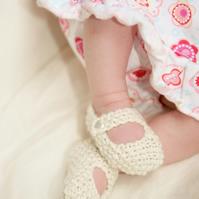 Hand Knitted Baby Shoes - Mary Jane Style - 0-3 months - Cream