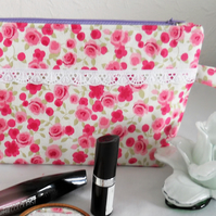 GORGEOUS FLOWERED COSMETIC BAG