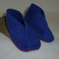 Hand made soft fleece babies moccassin style shoes - blue