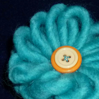 Hand made wool & button 3 in 1 brooch -  aquamarine blue