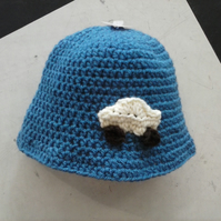 Crochet baby hat in blue with car detail