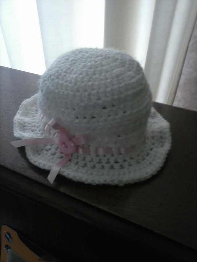 crochet baby hat 30's style with pink ribbon detail