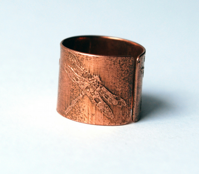 Etched copper dragonfly ring - adjustable size
