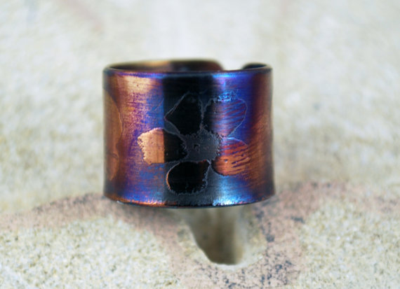 Etched surgical steel flower Ring - Adjustable size - multi coloured steel