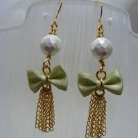 Shell Pearl Bow Dangling Earrings