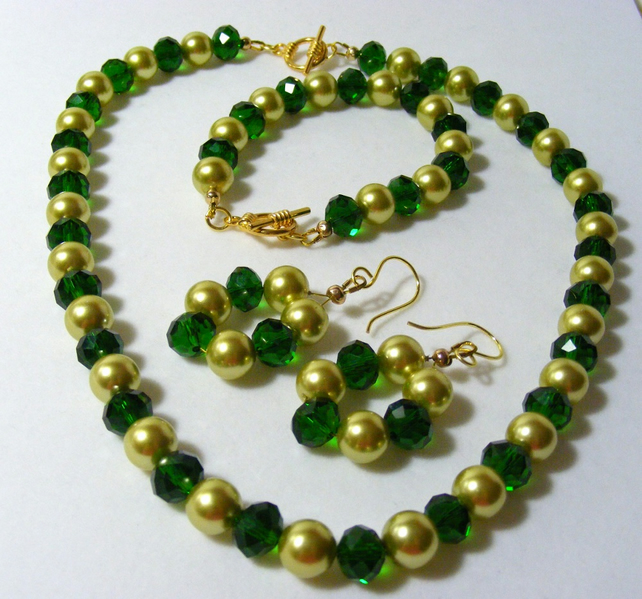 Green and Gold Jewellery Set