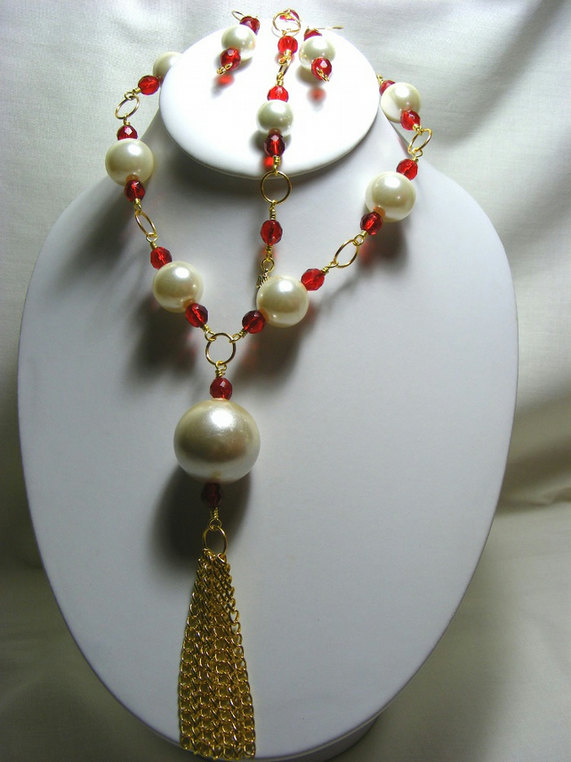 Cream, Red and Gold Tassel Jewellery Set