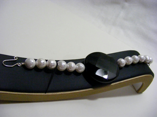Black Agate and White Shell Pearl Bracelet