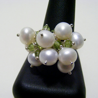 Freshwater Cultured Pearl and Peridot Gemstone Adjustable Ring.