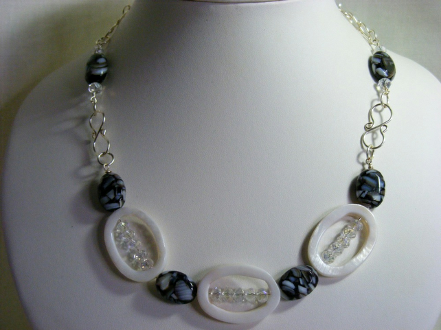 Shell Monochrome Necklace