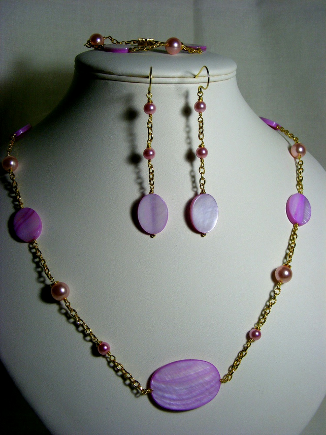 Pink Shell and Pearl Jewellery Set