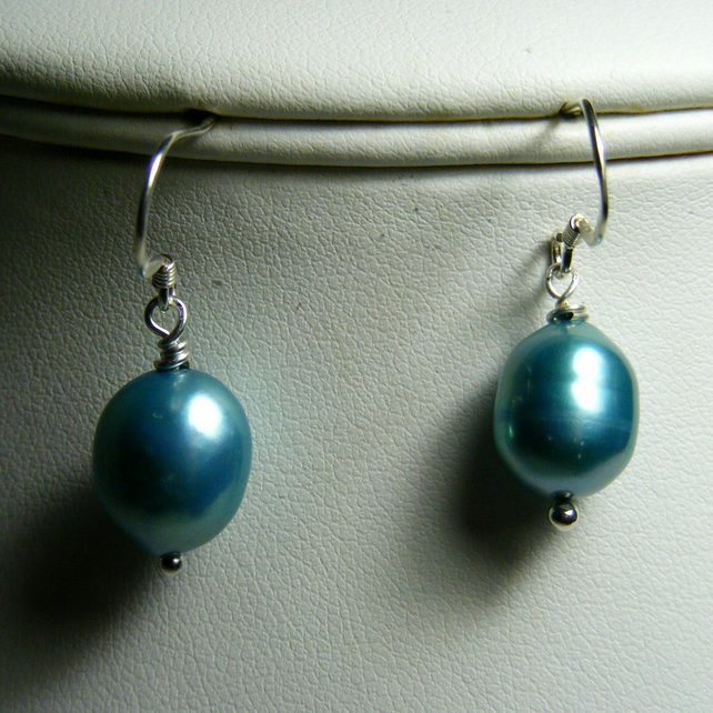 Teal Freshwater Cultured Pearl with 925 Sterling Silver Earrings.