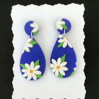"""Blue daisy "" handmade dangly earrings in polymer clay"