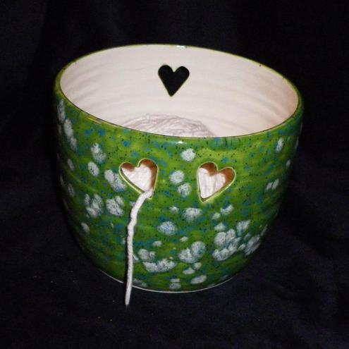 Knitting or crochet wool / yarn bowl.