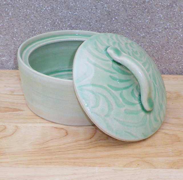 Serving bowl casserole dish hand thrown stoneware pottery ceramic