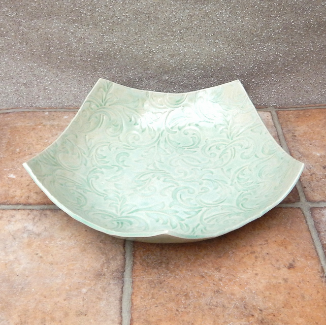 Centrepiece large dish fruit bowl in textured stoneware
