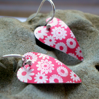 Heart earrings in red with printed flowers