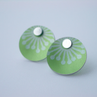 Green starburst studs earrings