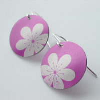 Flower earrings in pink