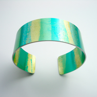 Striped cuff in green and gold