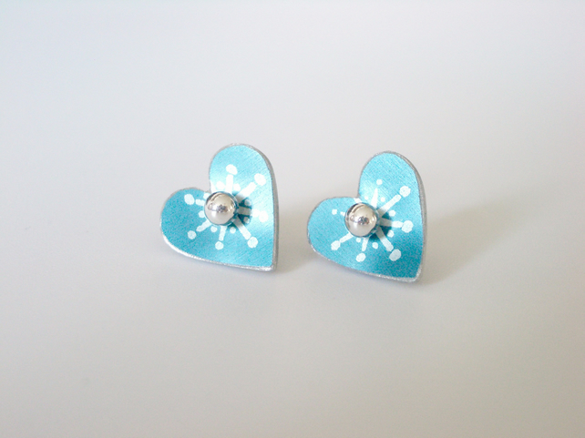 Heart studs in blue with star print