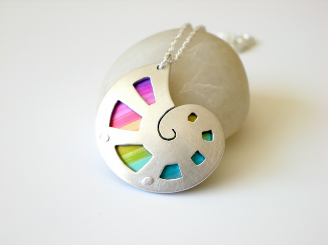 Shell pendant with rainbow colours