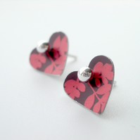 Heart studs earrings in plum and red