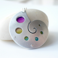 Sea shell pendant necklace with circles and rainbow colours