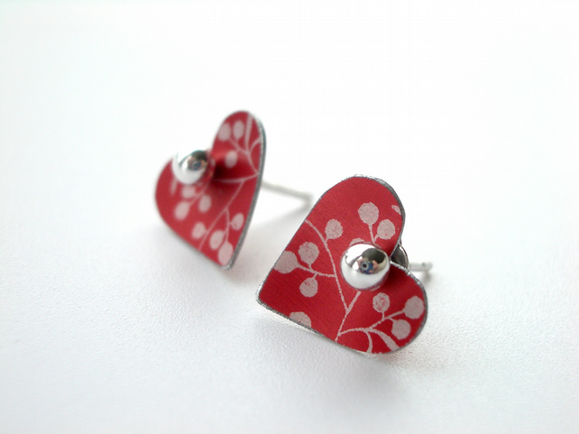 Heart studs in red with berries
