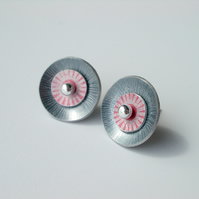 Circle studs earrings in grey and pink