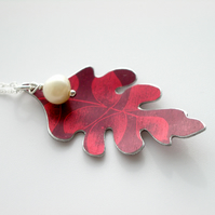 Oak leaf necklace with acorn pearl in plum and red