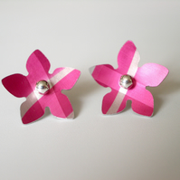 Flower studs earrings in pink and brown
