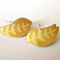 Bird earrings in yellow with leaf print