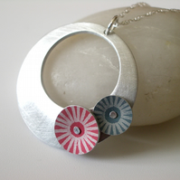 Circle pendant in brushed aluminium with red and grey discs