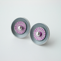 Circle earrings in grey and pink