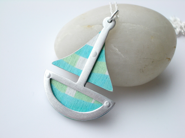 Boat pendant necklace in turquoise and green SLIGHT SECOND