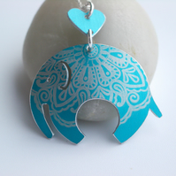 Elephant pendant necklace in turquoise with paisley pattern