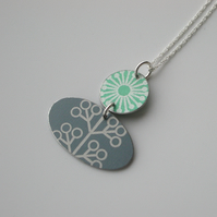 Folk art flower necklace in green