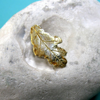 Fine silver oak leaf pin with 24ct gold