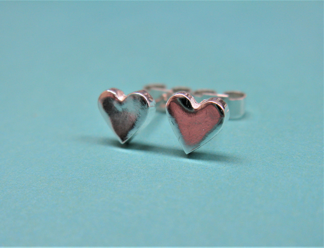 Heart stud earrings in fine silver