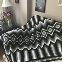 Crochet monochrome blanket