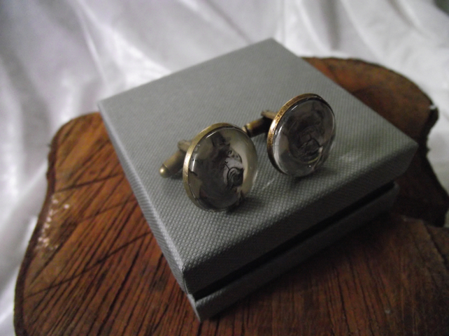 CUFFLINKS WITH VINTAGE PUG DOG IMAGES