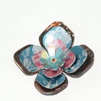 Retro flower brooch