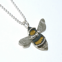Special bumble bee necklace