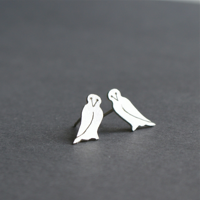 Edge of the woods owl stud earrings