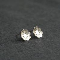 Retro flower silver stud earrings