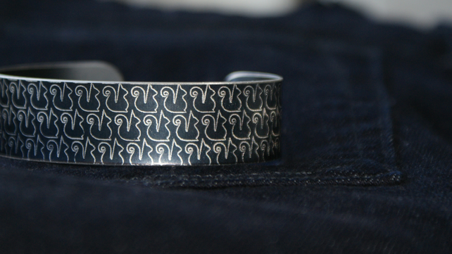 Geometric squirrel print cuff bracelet dark grey