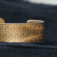 Geometric fox pattern cuff bracelet bronze