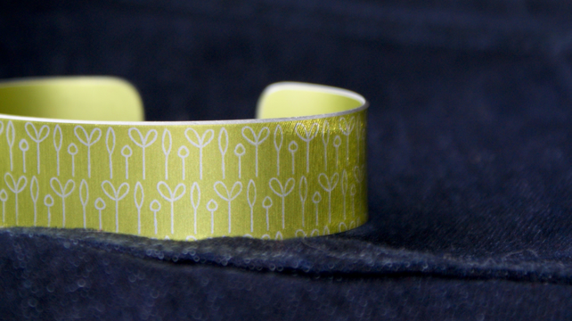 Spring buds pattern cuff bracelet lime green