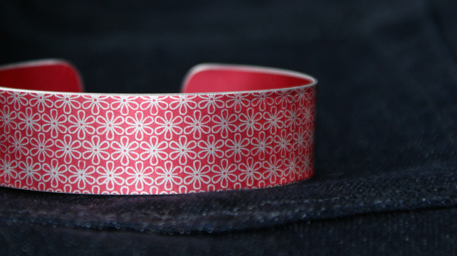 Geometric flower print cuff bracelet red